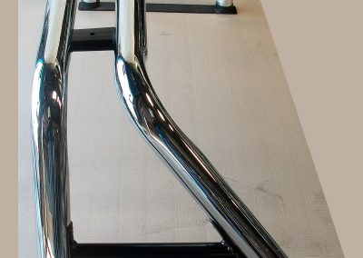 2-barras-antivuelco-tipo-A-sobre-baranda-metalurgica-munchen